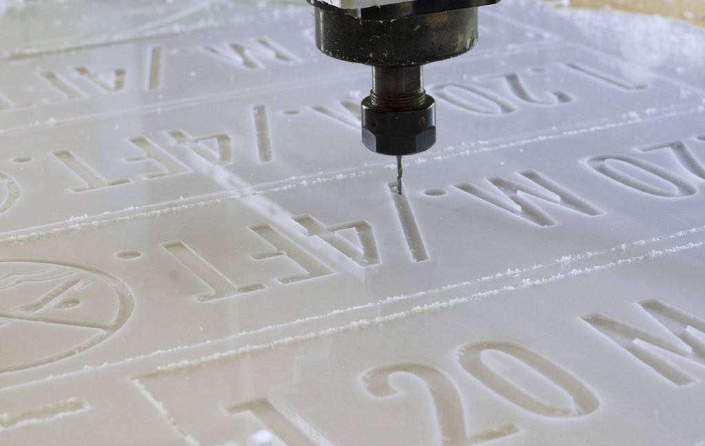 cnc router cutting plastic sheet